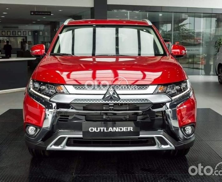 Cần bán xe Mitsubishi Outlander 2.0 CVT 2021, màu đỏ 0