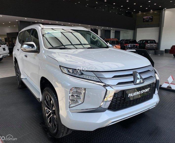 Bán Mitsubishi Pajero Sport 4x2 năm sản xuất 2021, màu trắng0