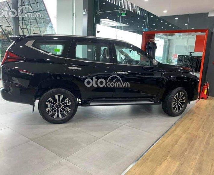 Bán Mitsubishi Pajero Sport 4x2 đời 2021, màu đen0
