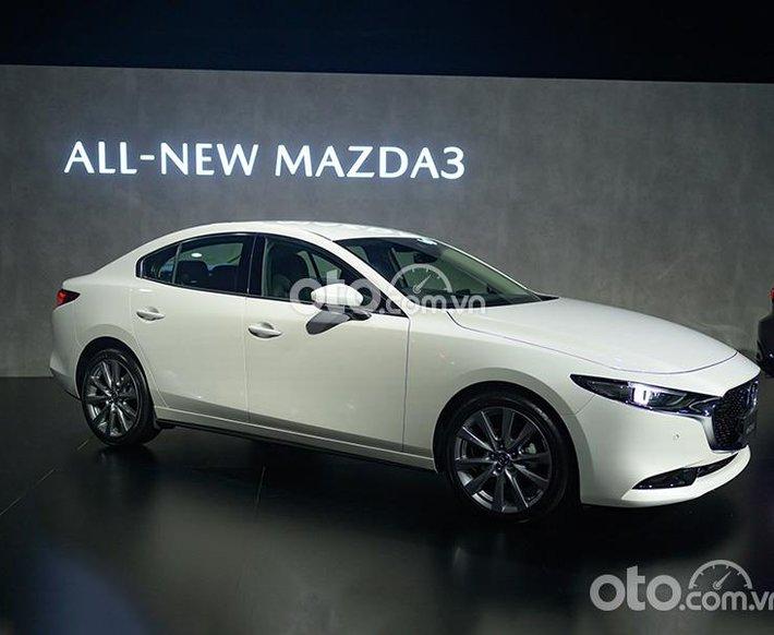 Bán xe Mazda 3 2.0L Signature Luxury sản xuất 2021, màu trắng, giá 799tr0