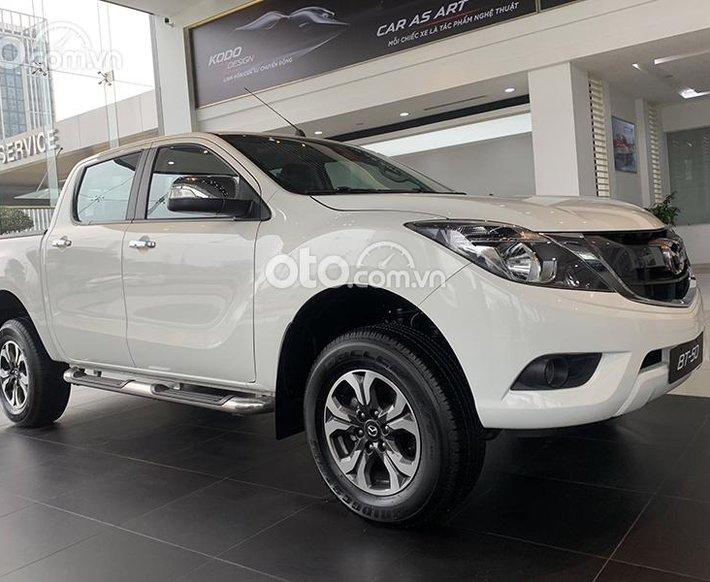 Bán Mazda BT 50 2.2L Deluxe AT năm sản xuất 2021, màu trắng, giá chỉ 614 triệu0