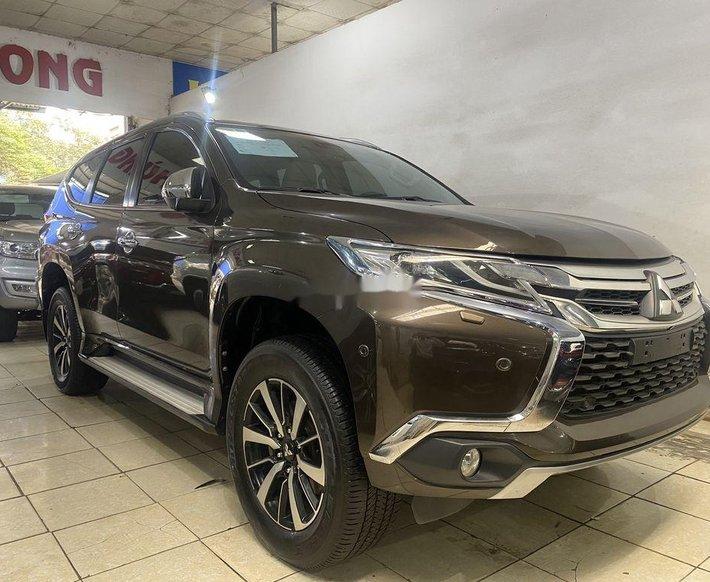Cần bán lại xe Mitsubishi Pajero đời 2017, màu nâu, nhập khẩu nguyên chiếc chính chủ, giá 830tr0
