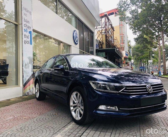 Volkswagen Passat Bluemotion màu xanh Atlantic nội thất kem sản xuất 20200