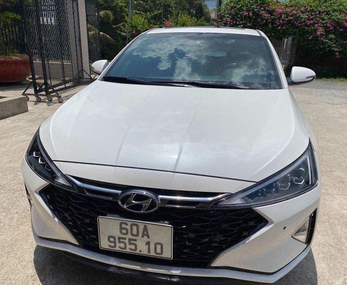 Bán xe Hyundai Elantra năm 2021, màu trắng còn mới0