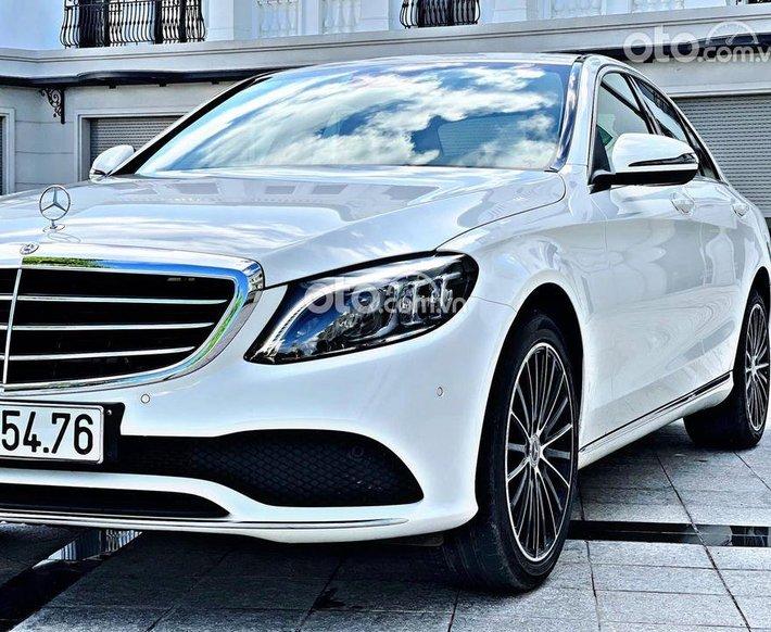 Cần bán Mercedes C200 Exclusive năm 2019, màu trắng0