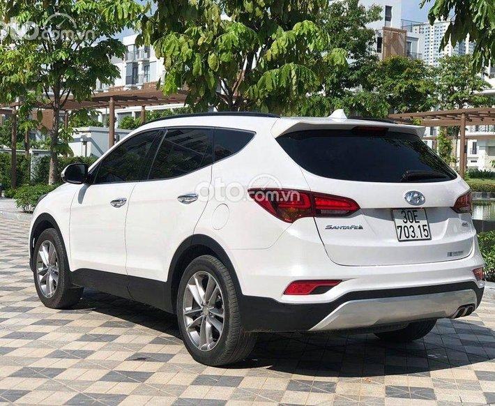 Cần bán Hyundai Santa Fe 2016, màu trắng0