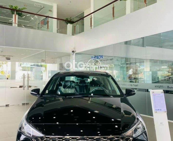 Cần bán xe Hyundai Accent năm sản xuất 2021, màu đen0