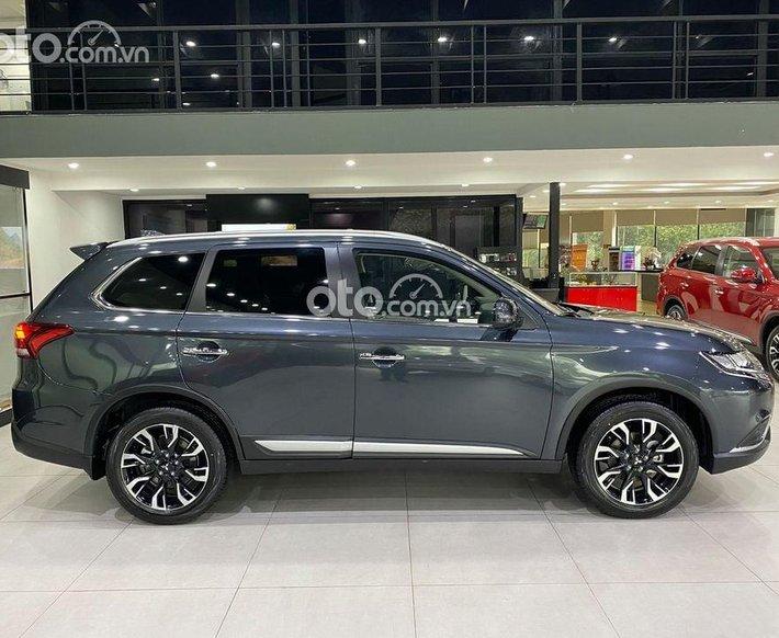 Cần bán xe Mitsubishi Outlander 2.0 CVT sản xuất năm 2021, màu xanh lam0