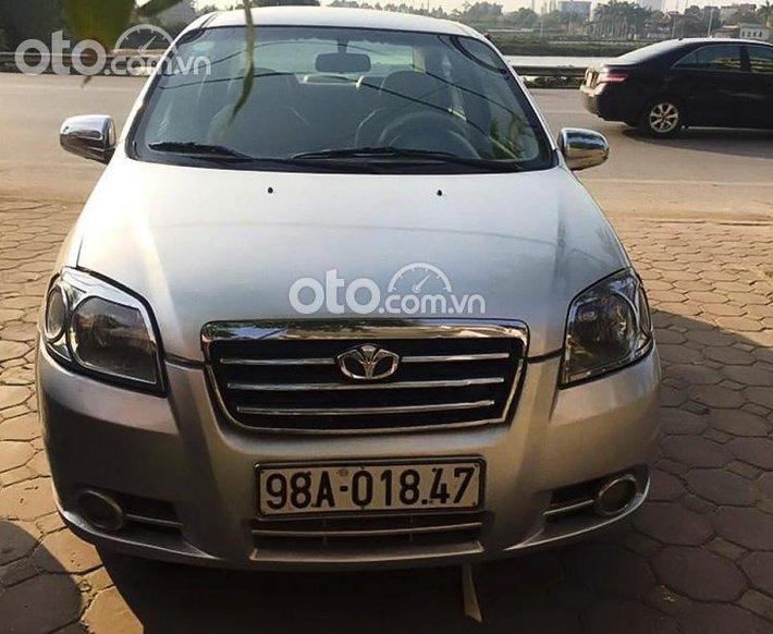 Cần bán xe Daewoo Gentra sản xuất 2009, màu bạc còn mới0