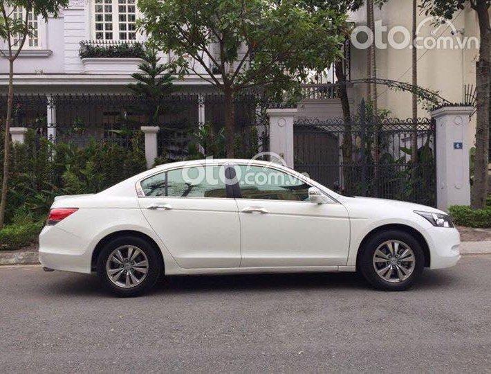 Honda Accord đời 2010 màu trắng chính chủ0