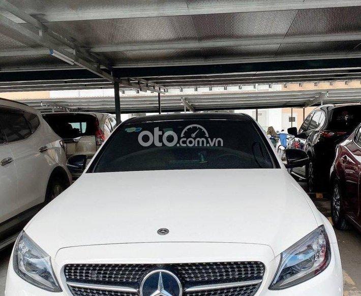 Bán ô tô Mercedes C300 AMG sản xuất 2020, có trả góp cực tốt, xe chính chủ0