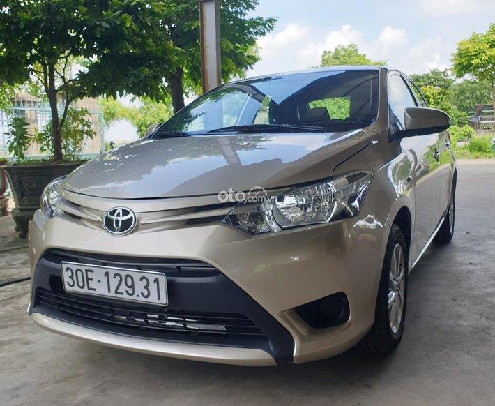 Cần bán lại xe Toyota Vios sx 2015 đk 2016 màu vàng cát số sàn, giá tốt0