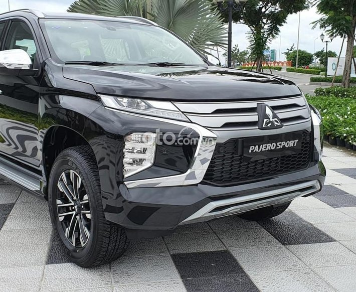 Cần bán xe Mitsubishi Pajero Sport sản xuất 2021, màu đen0