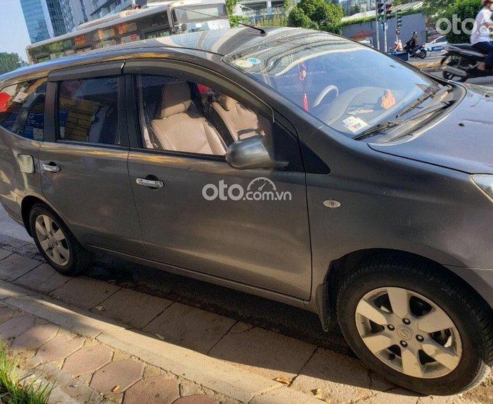 Cần bán gấp Nissan Grand livina sản xuất năm 2011, màu xám, nhập khẩu, 320tr0