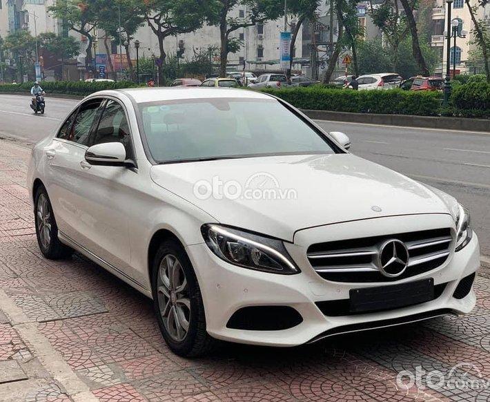 Cần bán Mercedes C200 năm 2015, màu trắng, 950tr0