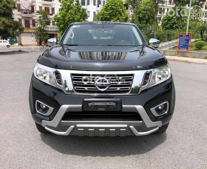 Cần bán Nissan Navara đời 2017, màu đen số tự động0