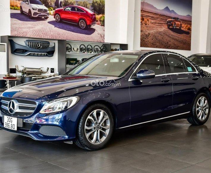 Cần bán lại xe Mercedes C200 sản xuất năm 2018, màu xanh lam, biển Hà Nội0