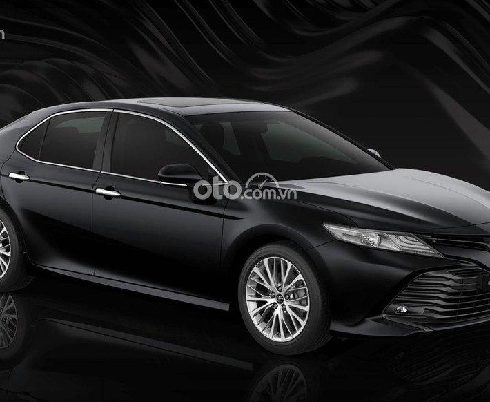 Bán Toyota Camry 2.5Q năm 2021, màu đen0