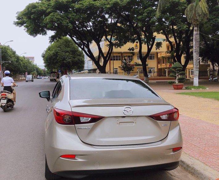 Cần bán lại xe Mazda 3 đời 2016, màu vàng còn mới0