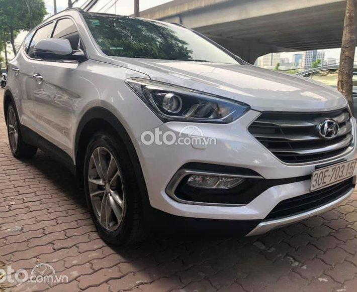 Cần bán xe Hyundai Santa Fe 2017, màu trắng, giá tốt0