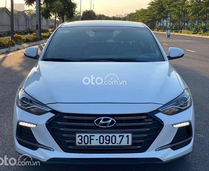 Bán Hyundai Elantra năm sản xuất 2018, màu trắng, giá 610tr0