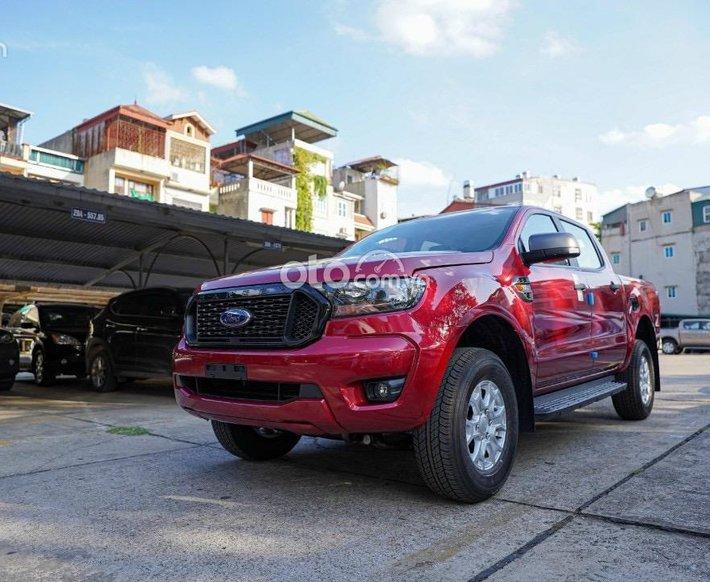 Ford Ranger XLS 1 cầu số tự động, màu đỏ giao ngay ạ0