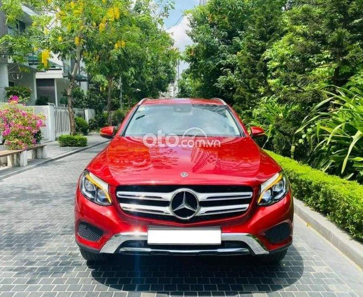Cần bán Mercedes GLC 250 đời 2018, màu đỏ0
