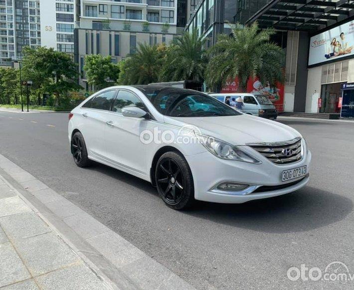 Cần bán lại xe Hyundai Sonata 2.0AT đời 2012, màu trắng, xe nhập0