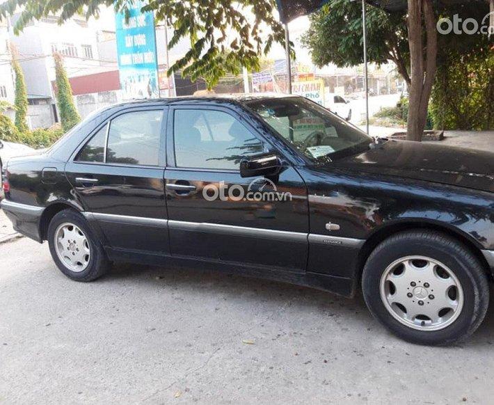 Cần bán lại xe Mercedes C200 2000, màu đen chính chủ0