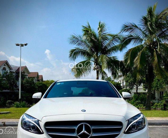 Bán Mercedes C300 năm sản xuất 2015, màu trắng0