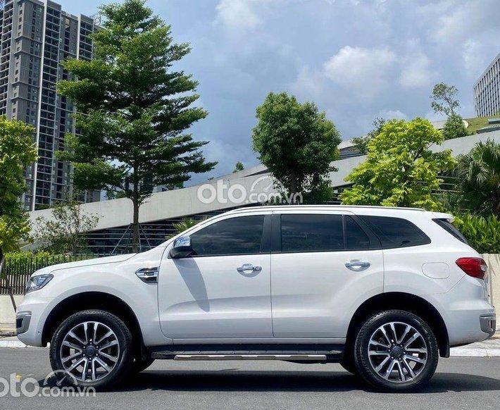 Cần bán lại xe Ford Everest đời 2019, màu trắng số tự động0