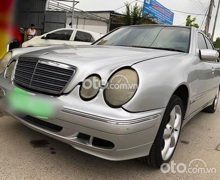 Bán Mercedes E240 năm sản xuất 2002, màu bạc số tự động0