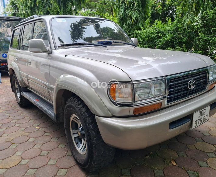 Bán Toyota Land Cruiser V8 sản xuất 1995, giá quá tốt, có lịch sử hãng zin 80%0