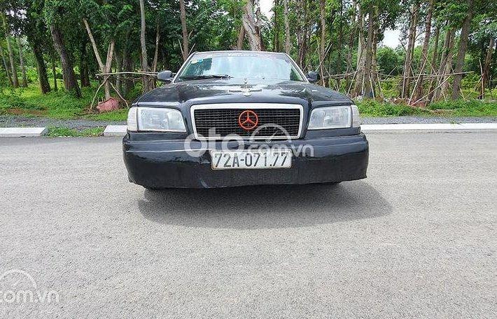 Bán Mercedes C200 năm sản xuất 1993, màu đen, giá tốt0