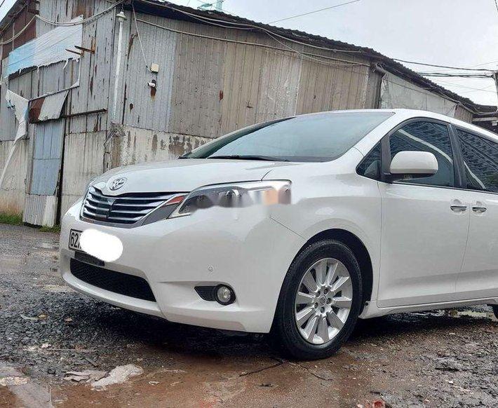 Cần bán gấp Toyota Sienna năm sản xuất 2010, xe nhập còn mới0
