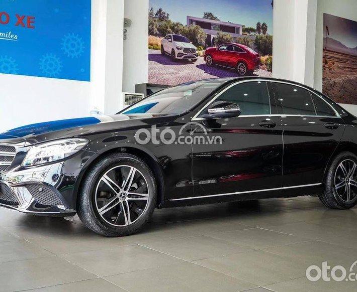 Cần bán lại xe Mercedes C180 đời 2021, màu đen, xe nhập0