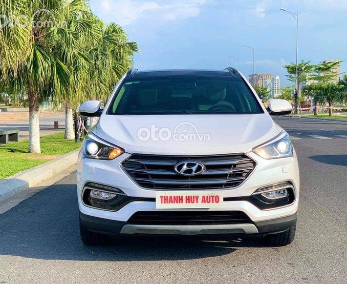 Bán xe Hyundai Santa Fe 2017, màu trắng xe gia đình, 819 triệu0