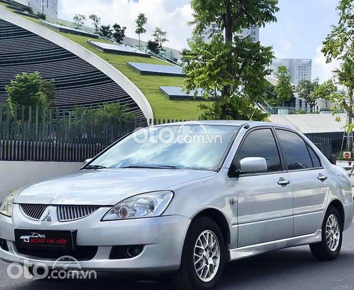 Cần bán gấp Mitsubishi Lancer Gala GLX 1.6 AT năm sản xuất 2003, màu bạc0