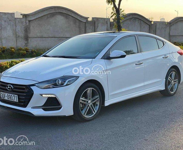 Cần bán lại xe Hyundai Elantra đời 2018, màu trắng0