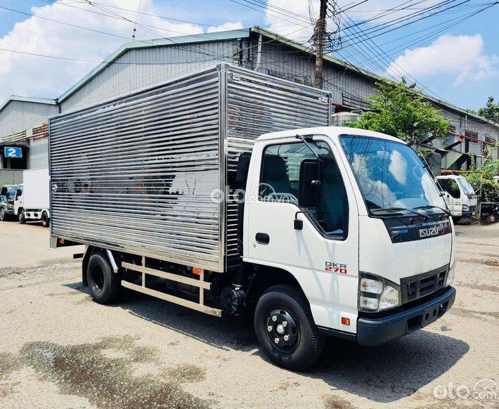Isuzu QKR270 tải trọng 1.9 tấn thùng 4.3 mét0