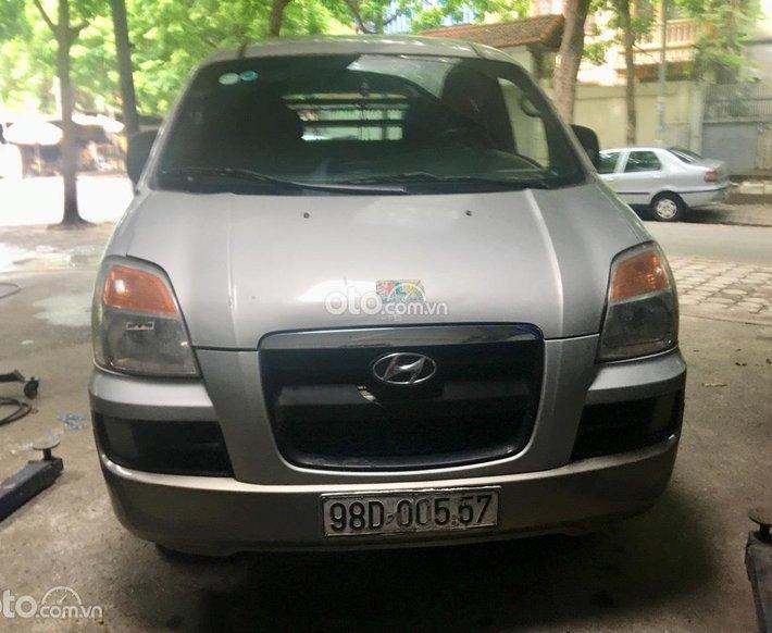 Bán xe Starex 2004 máy dầu 6 chỗ 800kg máy ko có khói hơi thừa năm sản xuất 2004, giá 143tr0