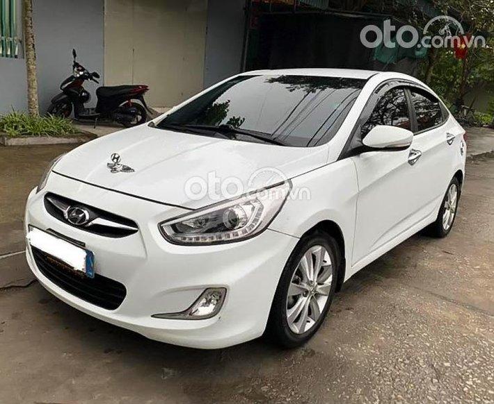 Bán xe Hyundai Accent đời 2013, màu trắng còn mới0