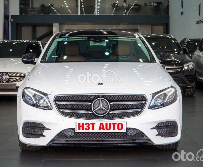 Cần bán Mercedes E300 AMG đời 2020, bank hỗ trợ 70% giá trị xe0