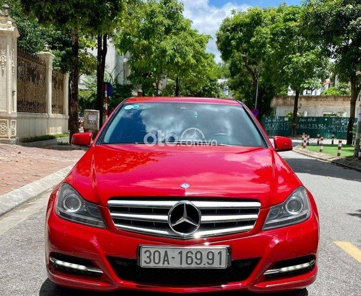 Cần bán Mercedes C200 đời 2011, màu đỏ, giá êm 545tr0