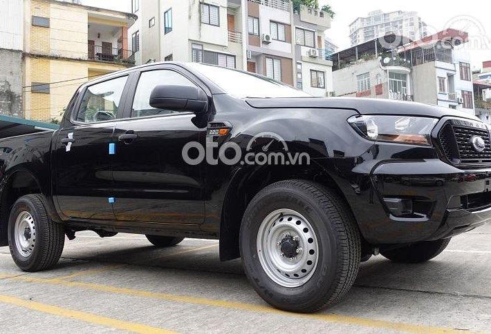 Bán xe Ford Ranger XLS AT 4x2 năm sản xuất 2021, màu đen0