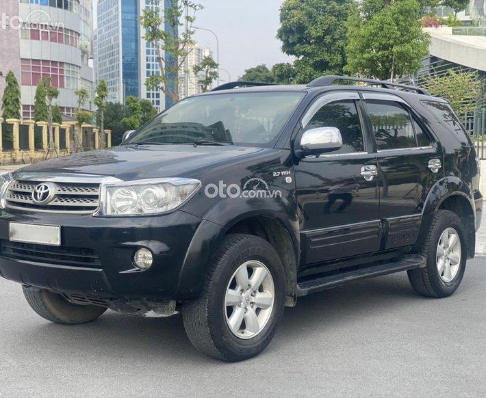 Cần bán gấp Toyota Fortuner năm 2009 màu đen cực đẹp option miên man, chủ đi giữ gìn, giá tốt0