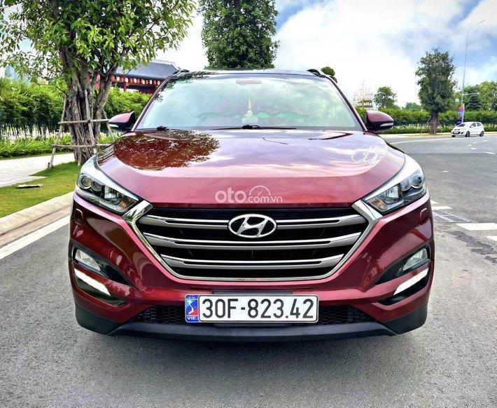 Chính chủ bán gấp Hyundai Tucson 2.0 - 2017 bản đặc biêt, màu đỏ, 5 lốp theo xe, xe không có đối thủ, giá cực tốt0