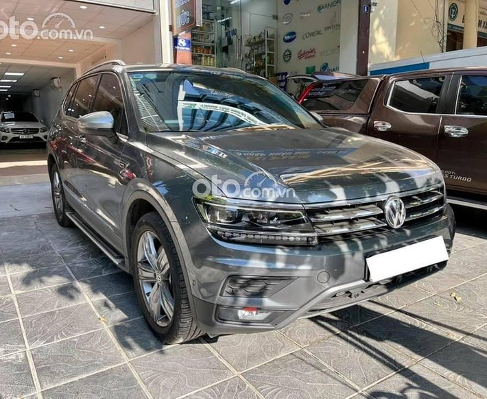 Bán Volkswagen Tiguan năm 2020, màu đen, xe nhập như mới0