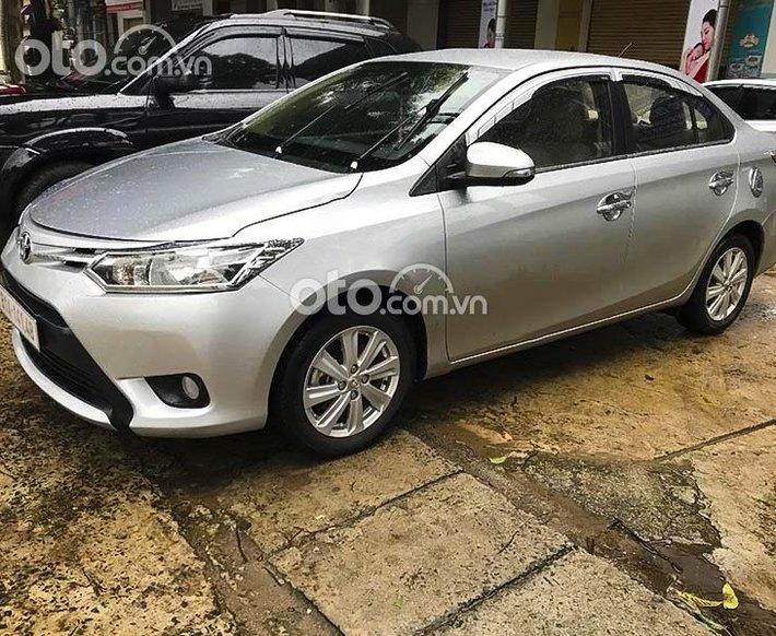 Bán xe Toyota Vios sản xuất năm 2017, màu bạc, giá tốt0