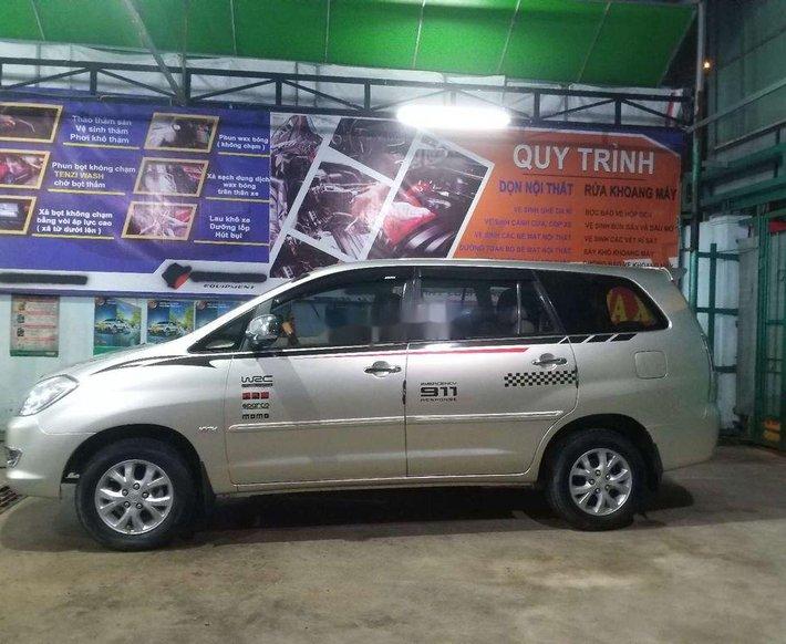 Cần bán xe Toyota Innova sản xuất 2006, màu bạc0